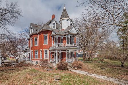 1880 Victorian: Queen Anne photo